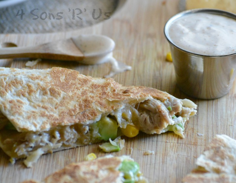 sweet-smoky-pork-quesadillas-with-spicy-ranch-dressing-4