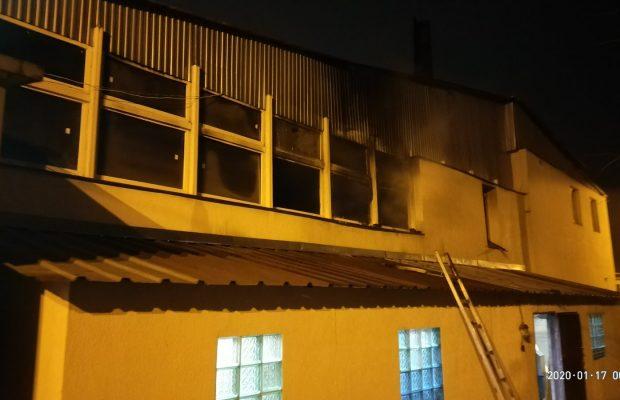 У Львові гасили пожежу на СТО (ФОТО)