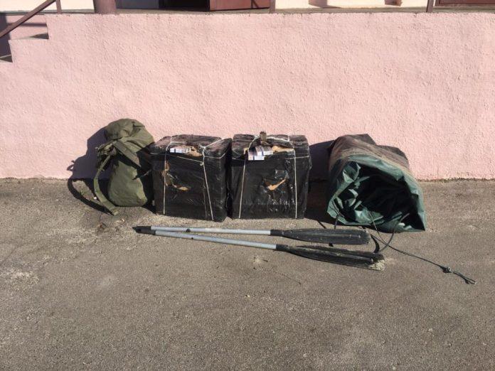 На кордоні з Польщею затримали контрабандистів з 40 ящиками сигарет. Фото: ДПСУ.