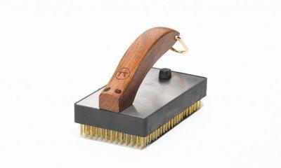 Large brass bristle grill brush short