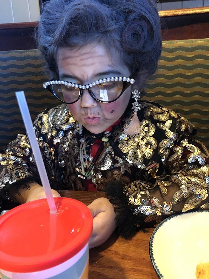 6-летняя девочка нарядилась 100-летней старушкой, LeCrushinator