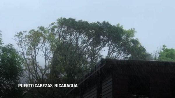 Iota avanza rumbo a Centroamérica como huracán categoría 5