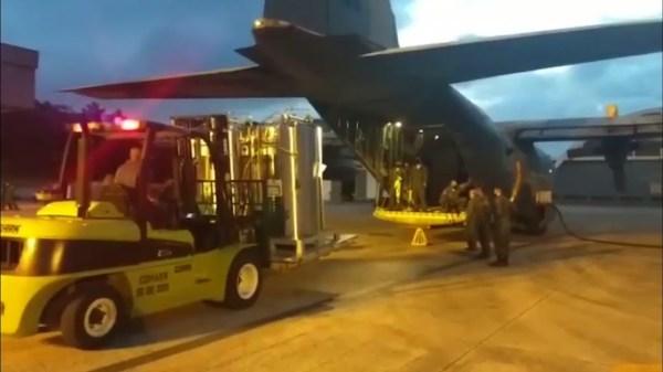 Brazilian airforce flies oxygen cylinders to Manaus