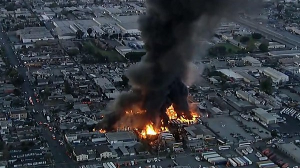 Big fire burns commercial yard, buses in LA County