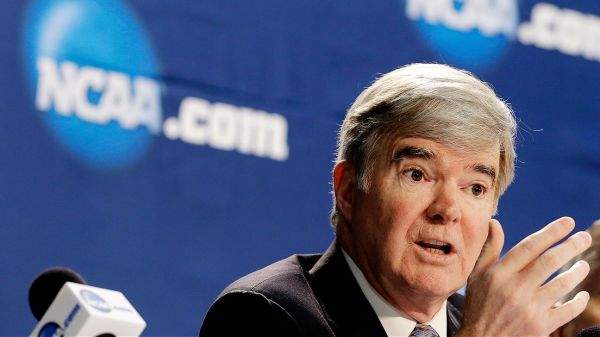 NCAA president Mark Emmert sets July target for interim rules to allow college athletes to be paid