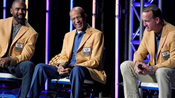 Peyton Manning headlines induction ceremony for Pro Football Hall of Fame Class of '21