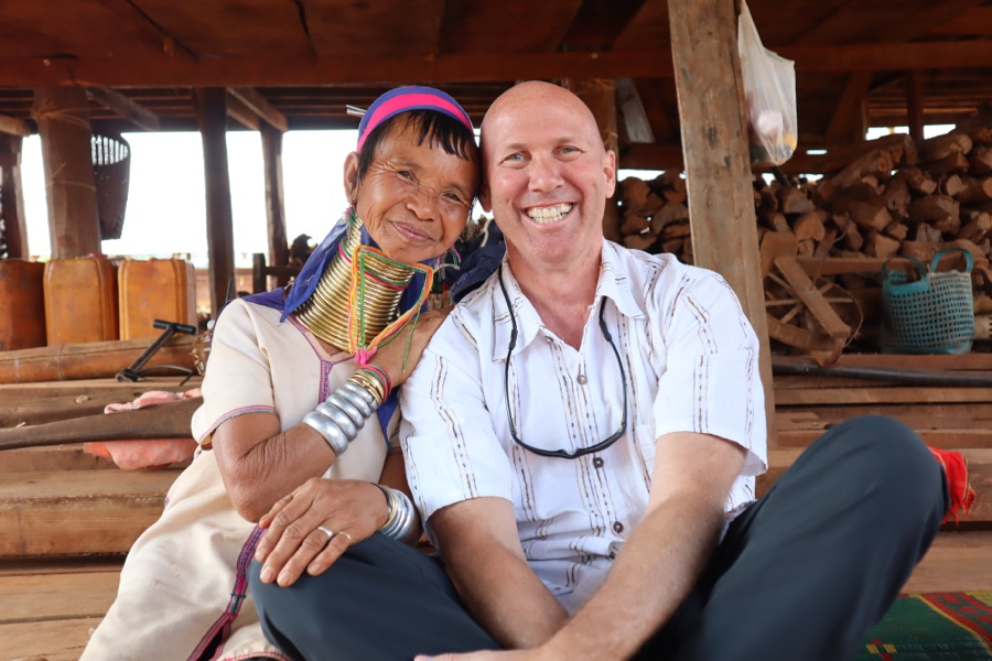 Padaung woman poses with Dale