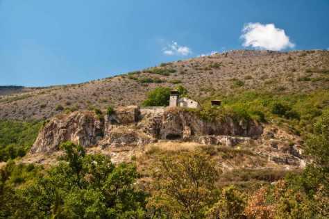 Manastir Zrze, u steni iznad Pelagonije