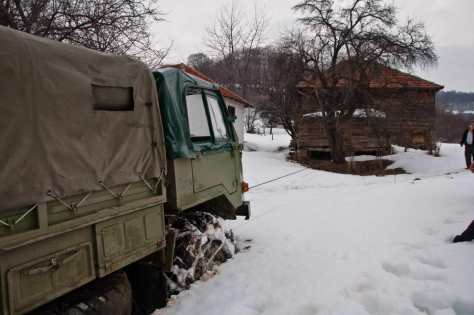 110-ka zaglavljena u snegu