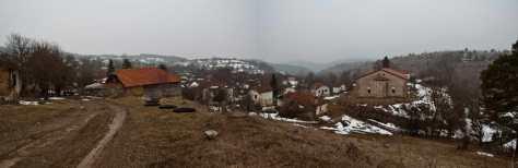 Panorama sela Izvor sa crkvom