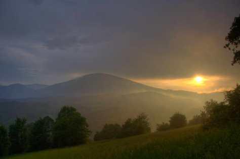 Залазак сунца за Суморовцем