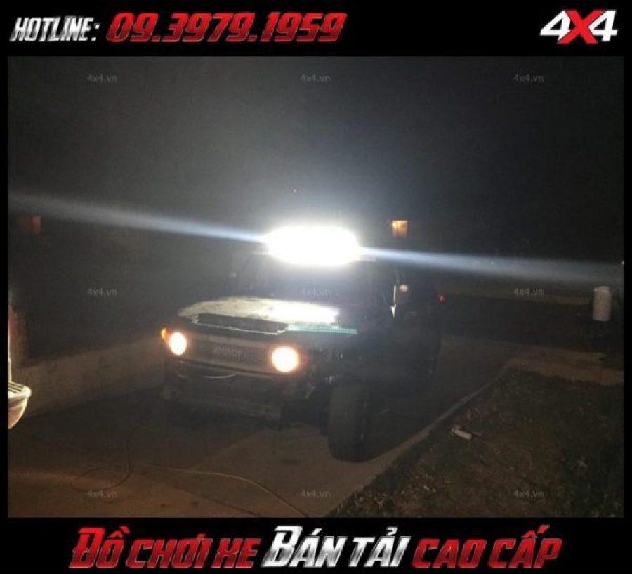 <strong>Đèn nóc xe bán tải</strong>: Đèn led bar là một trong các mẫu đèn led được độ nhiều nhất cho xe Ford Ranger