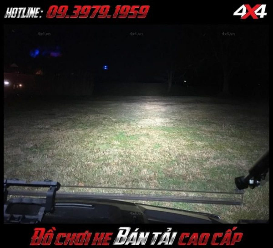 <strong>Đèn nóc xe bán tải</strong>: Đèn led bar không chỉ giúp soi sáng vào ban đêm mà còn trang trí cho xe thêm thể thao và chất hơn