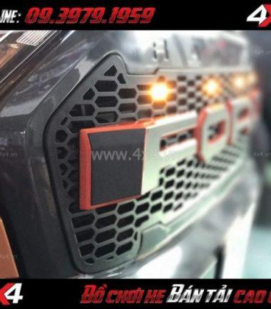 Hình ảnh: Ốp mặt ca lăng chữ Ford có đèn led lắp đẹp cho xe bán tải Ford Ranger tại Sài Gòn