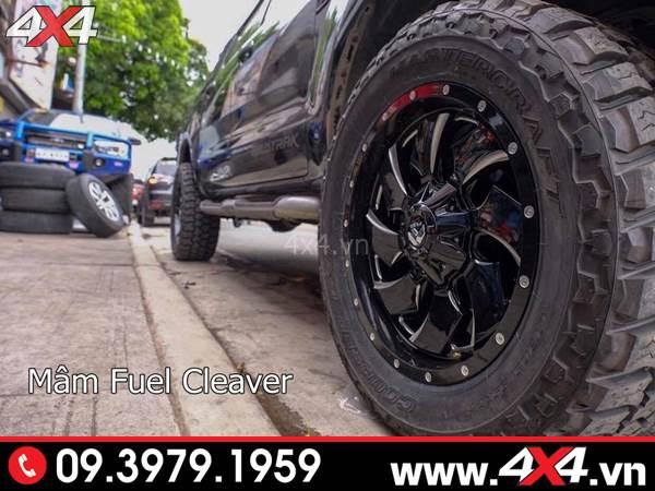 Đồ chơi xe Ford Ranger: Xe bán tải 2018 2019 màu đen độ mâm Fuel Cleaver đẹp, chất và ngầu