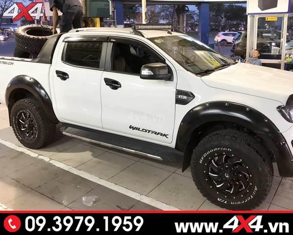 Đồ chơi xe Ford Ranger: Chiếc bán tải Ford Ranger màu trắng lên mâm ngầu và đẹp tại HCM