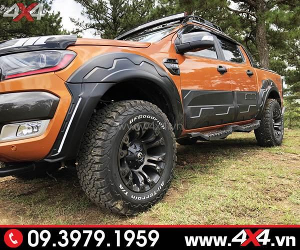Đồ chơi xe Ford Ranger: Chiếc bán tải màu cam độ mâm Fuel Vapor đẹp và cứng cáp hơn rất nhiều