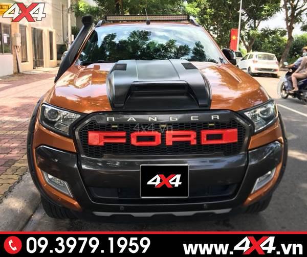 Đồ chơi xe Ford Ranger: Chiếc bán tải Ford Ranger màu cam gắn mặt nạ trước chữ Ford kiểu 2017 2018 2019 đẹp và bắt mắt