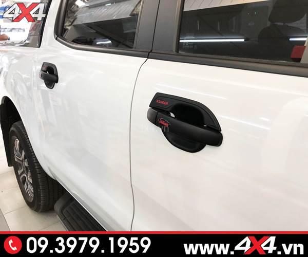 Đồ chơi xe Ford Ranger: Ốp tay nắm, ốp chén cửa màu đen độ đẹp và cứng cáp cho xe bán tải
