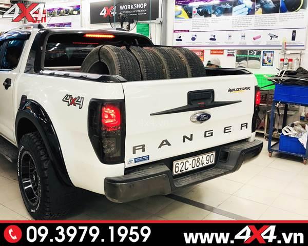 Đồ chơi Ford Ranger: Ốp tay nắm mở cốp thùng sau đẹp và tạo điểm nhấn cho xe bán tải