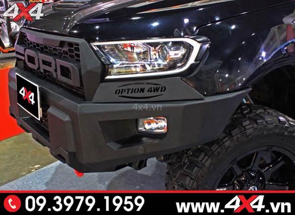 Đồ chơi xe Ford Ranger: Ốp viền đèn trước có đèn độ đẹp và nổi bật cho xe bán tải