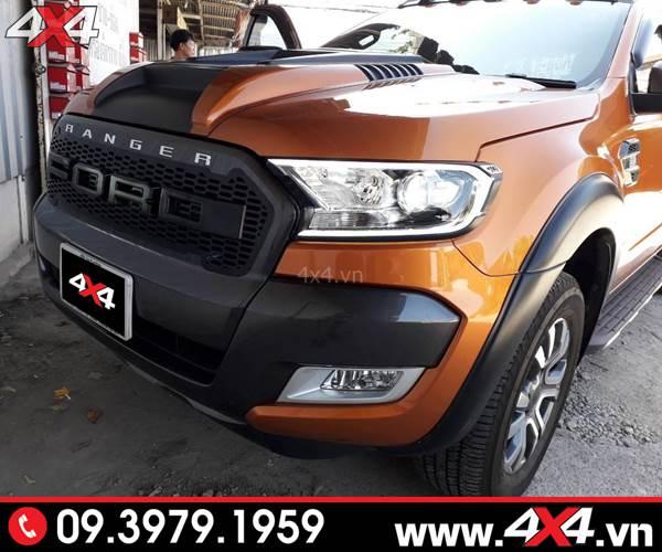 Đồ chơi xe Ranger: Chiếc xe bán tải Ford Ranger độ đẹp với ốp viền đèn trước có đèn ngầu và đẹp
