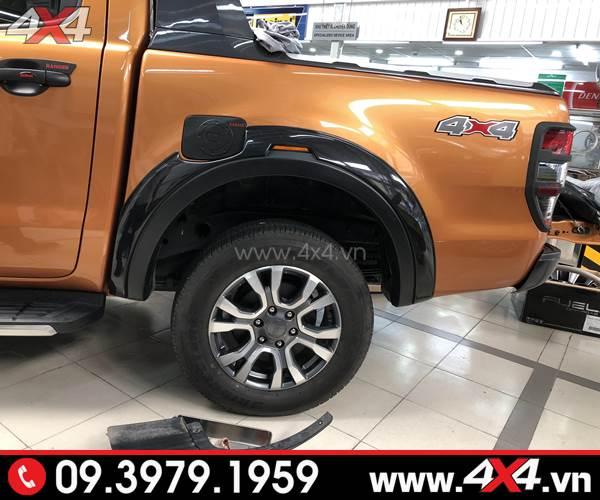 Ốp nắp bình xăng màu đen độ đẹp cho xe Ford Ranger