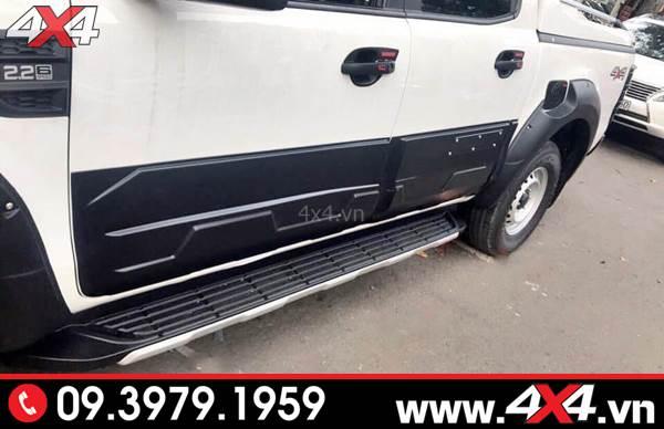 Ốp sườn Ford Ranger màu đen bản lớn độ đẹp và cứng cáp cho xe bán tải