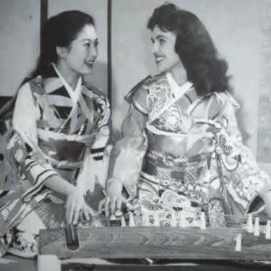 Wanda Jackson with an unidentified Japanese woman, both wearing kimonos