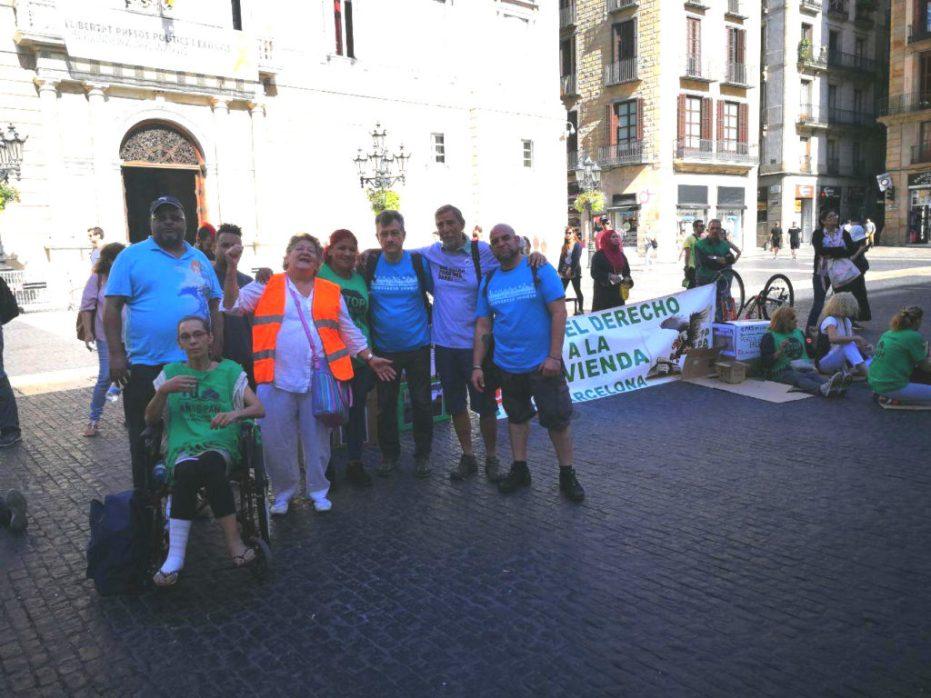 companyes a la concentració de suport a la comissió negociadora a la plaça Sant Jaume