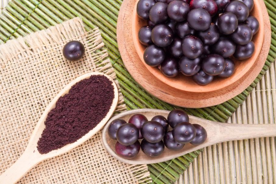 berries and acai powder
