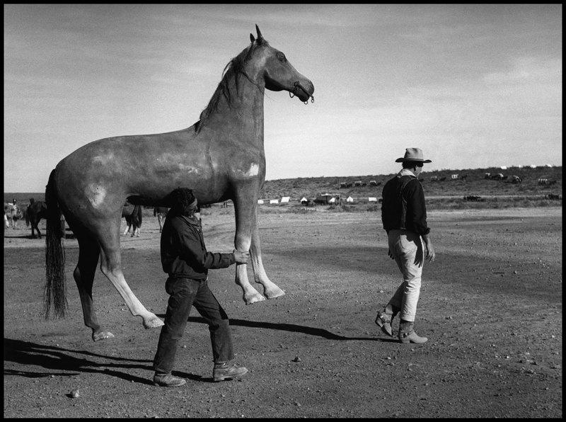 USA. 1959. John WAYNE on the set of the film
