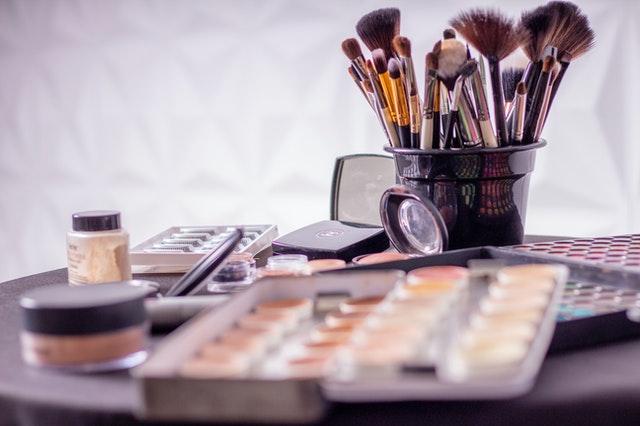 maquillage pour les nulles femmes 50 ans et over 50