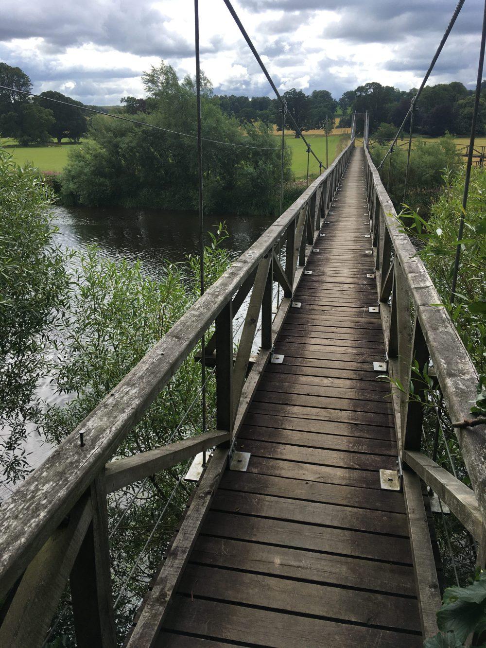 592 Wobbly bridge over Tweed