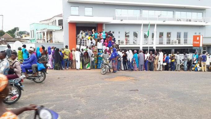 Self-Certification: Nigerians Blast Government, Rejects New Policy self-certification bank verification Self-Certification Bank Verification: FG Offers Apology to Nigerians images 6 1