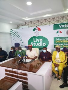 Dino Melaye during a press alongside Seyi Makinde and other PDP bigwigs photos Photos: Dino Melaye storm Ondo State for Jegede in made in Nigeria jogger IMG 20201008 162142 225x300 photos Photos: Dino Melaye storm Ondo State for Jegede in made in Nigeria jogger IMG 20201008 162142