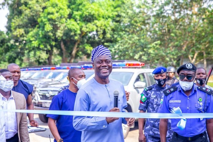 Oyo state government donate operational cars to security personnel insecurity: seyi makinde supports security personnel with 25 new trucks in oyo state - 20201211 182155 scaled - Insecurity: Seyi Makinde supports security personnel with 25 new trucks in Oyo State