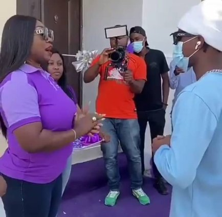 laycon excited as he receives keys to the house he won on bbnaija show - img 20201216 wa00071625485535051709629 300x293 - Laycon excited as he receives keys to the house he won on BBNaija show laycon excited as he receives keys to the house he won on bbnaija show - img 20201216 wa00071625485535051709629 - Laycon excited as he receives keys to the house he won on BBNaija show