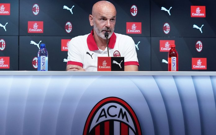 """a.c milan - ny4yek58 - """"A.C Milan has no time for celebrations, we party on the bus""""- A.C Milan Coach"""