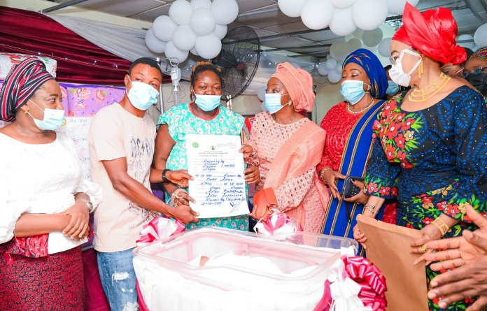 - 20210101 204339 - Checkout What Sanwo Olu's Wife Gave First Babies of the Year 2021