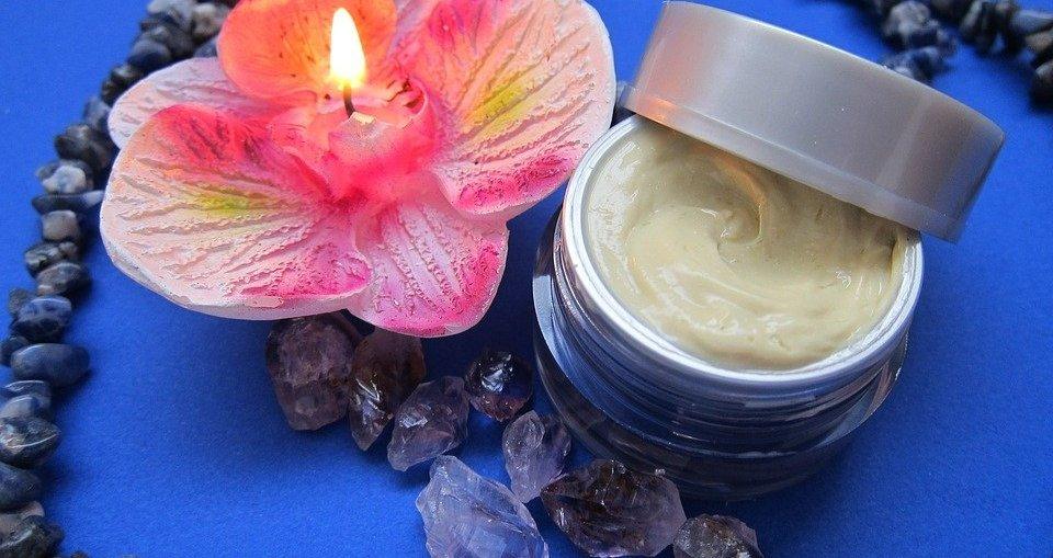 face cream, aging,seniors, skin care