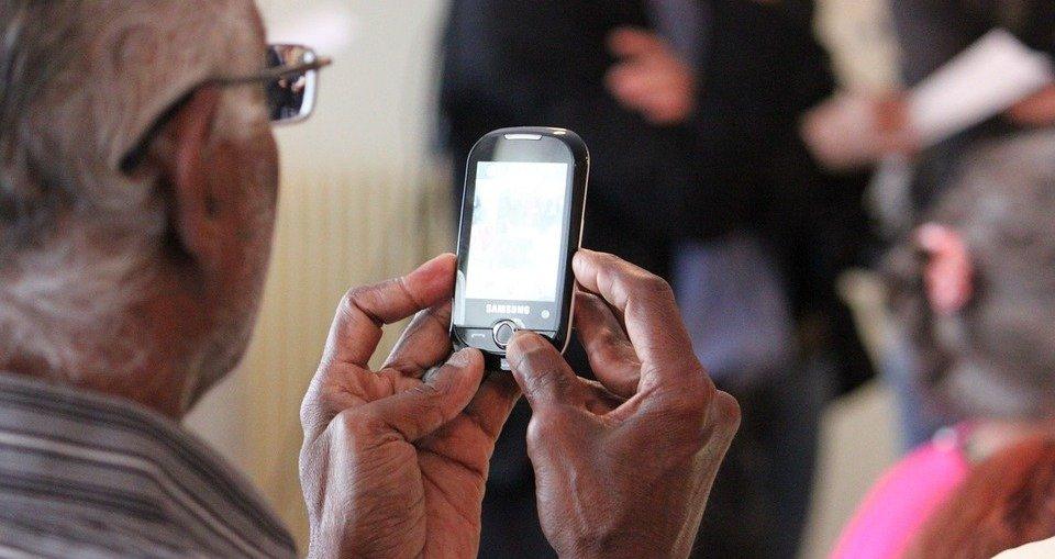seniors, smartphone seniors and technology, 50plus