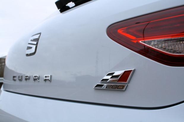 SEAT Leon Cupra badge