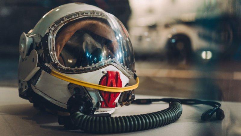 Plane pilot helmet