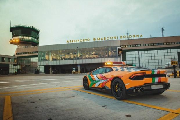 Lamborghini Huracan RWD airport