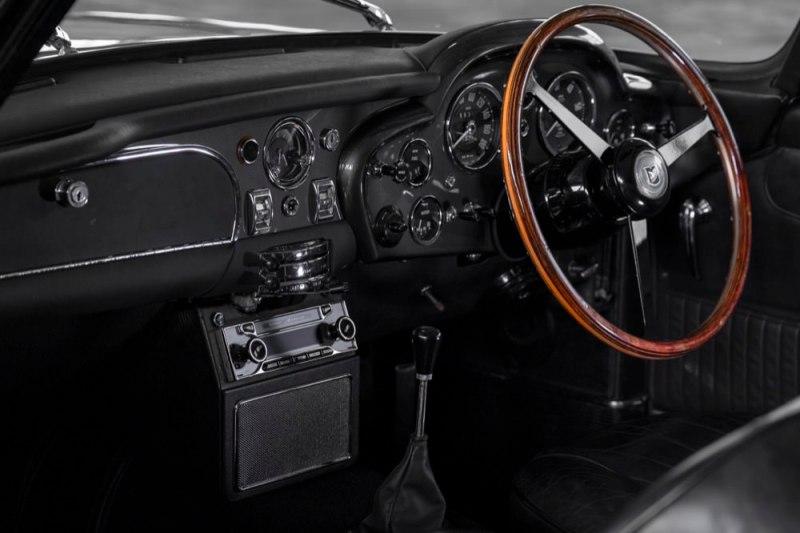 Aston Martin DB5 Vantage interior