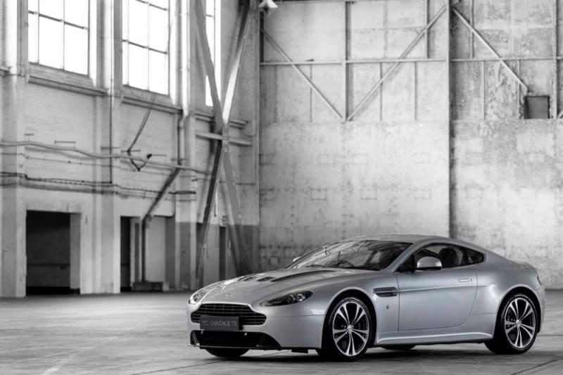 Aston Martin V12 Vantage main