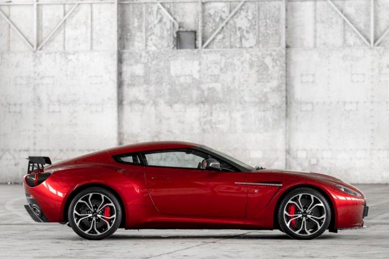 Aston Martin V12 Vantage Zagato side