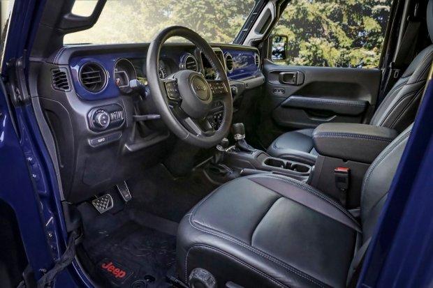 Jeep Gladiator Top Dog interior