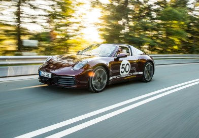 Porsche 911 Targa 992 driving